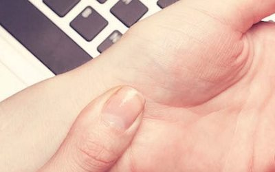 7 Early Warning Signs Of Carpal Tunnel People And Its Natural Remedies