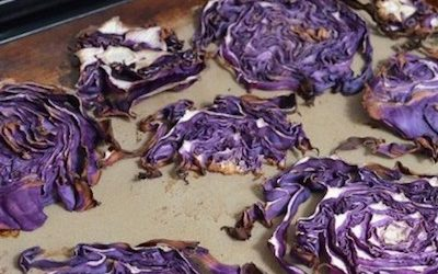 These Roasted Garlic Cabbage Chips Make For Fantastic Crackers
