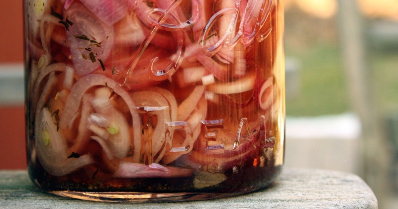 Homemade lacto-fermented onions