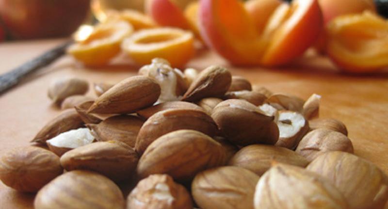 Apricot seeds: Vitamin B17 Laetrile